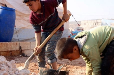 Syria, 300 thousand children displaced since December