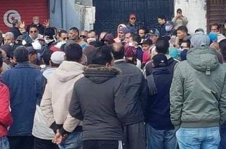 Hunger workers due to coronavirus response measures in Tunisia