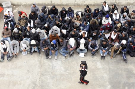 Over 700 Tunisian migrants cross with force the border from Libya