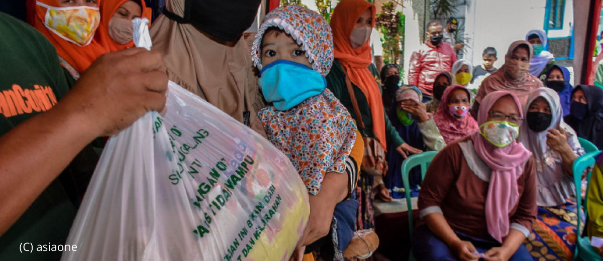 Residents of Sukoharko subdistrict, Malang waits for aid packs