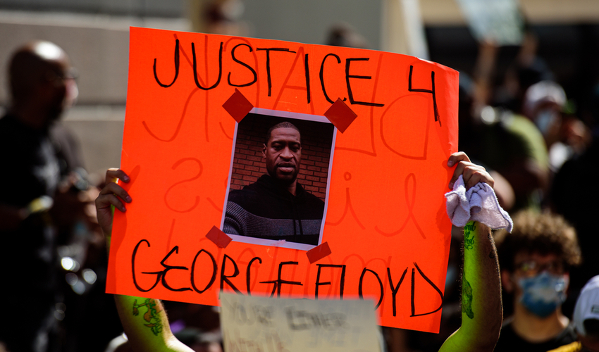 George Floyd death: people are protesting and rioting