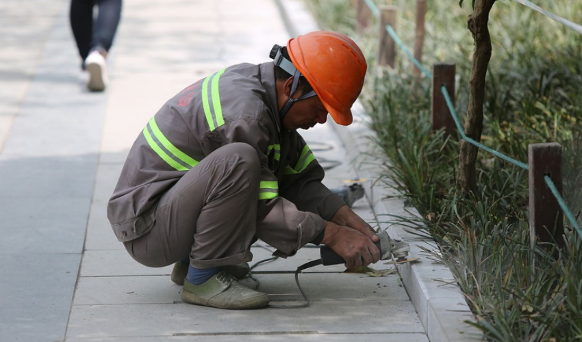Migrant Worker was working on the street