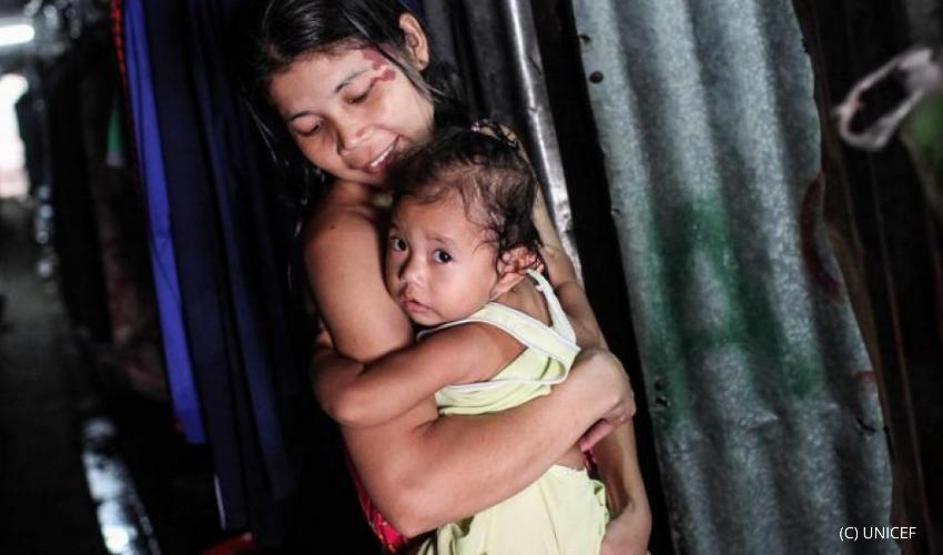 Migrant women was carrying her children