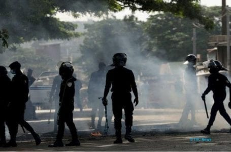 Police let armed men quell protests in Cote D'Ivoire