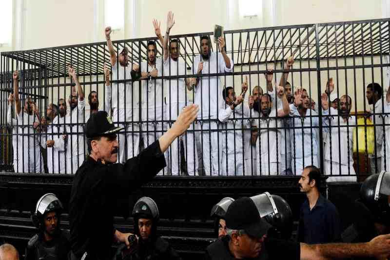 Egypt detains prisoners