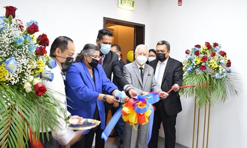 ambassador of the philippines to qatar h e alan l timbayan inaugurating parc in doha qatar