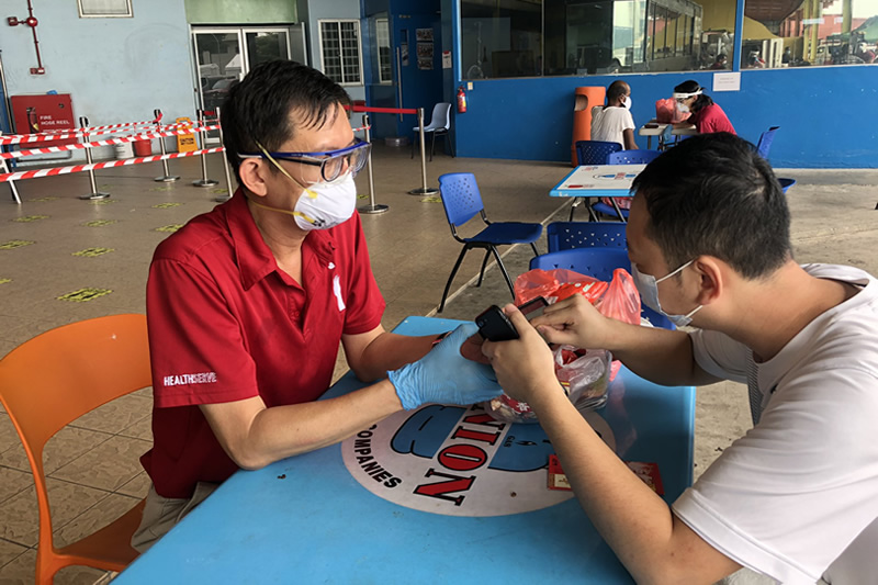 healthserve_singapore_helps_migrant_workers_of_singapore_to_face_mental_health_issues