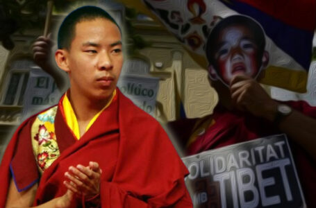 Protestors mark disappearance of Panchen Lama in front of Chinese embassy in London